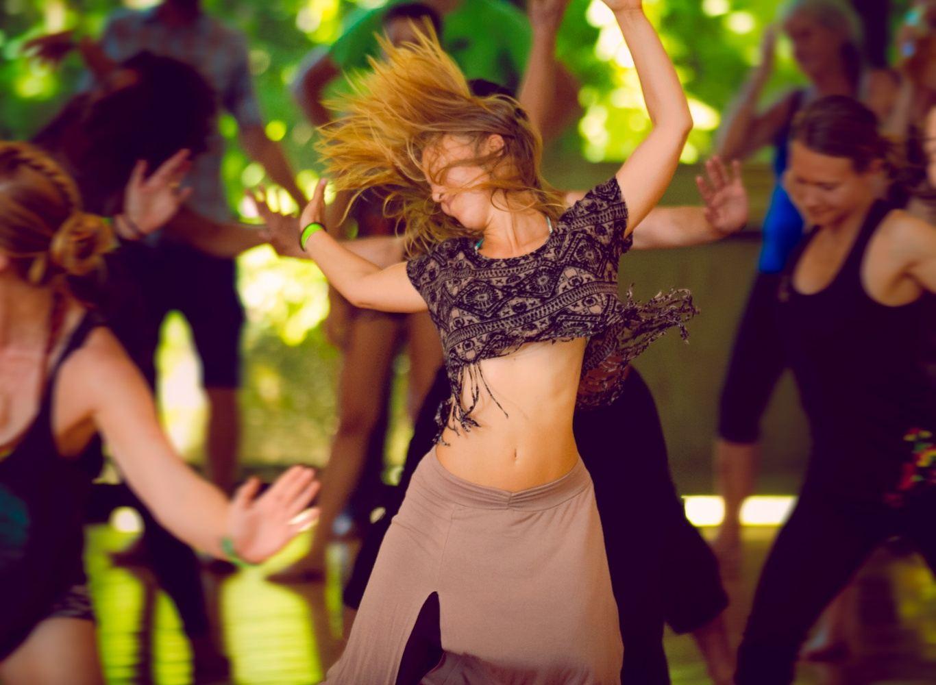 Taller de Ecstatic Dance. Movimientos simples, flujo armonioso, música extática, visualización, energía dinámica y focalización. Sanación y transformación.
